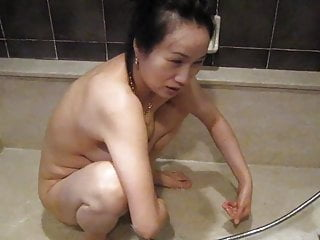 cheap asisn whore in hotel